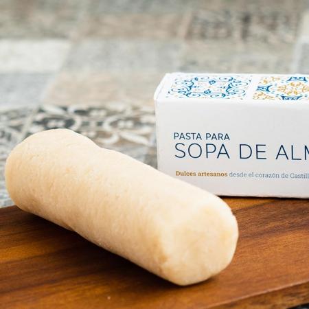 Detalle de la pasta para sopa de almendra de pastelería Galicia en Valladolid, edición 2019