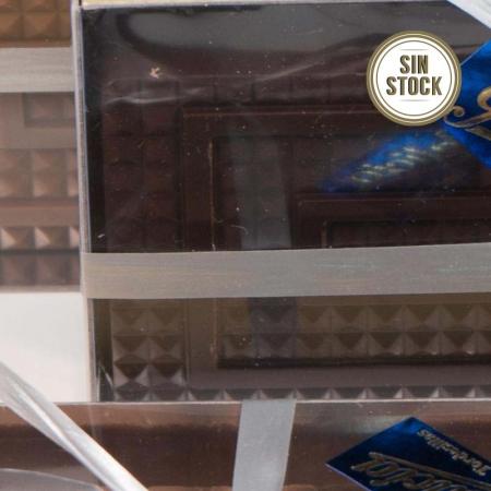 Detalle de turrón praliné de chocolate negro artesanal para comprar online sin stock