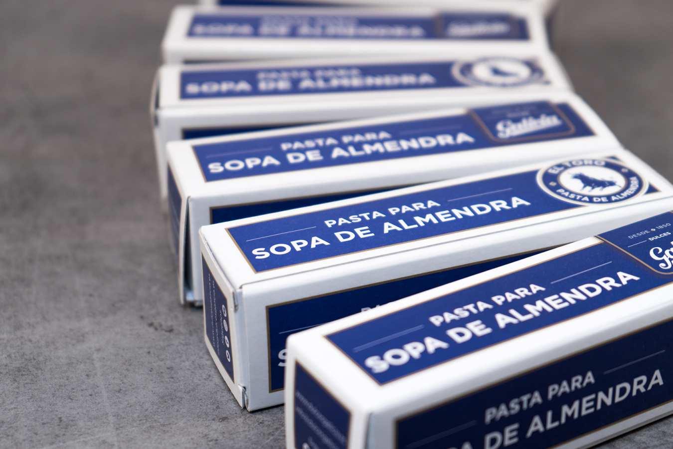 Cajas de pasta artesanal para hacer sopa de almendras hechas por confitería Galicia en Tordesillas