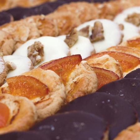 Pastas surtidas artesanas con fruta, frutos secos o chocolate